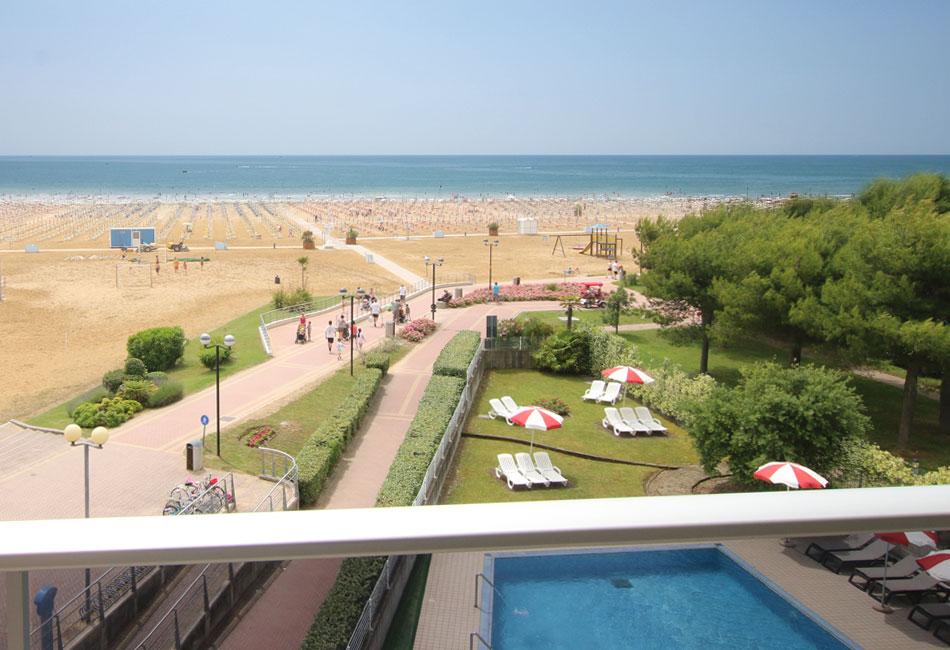 hotel-appartamenti-frontemare-bibione-venezia